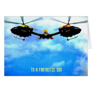 Cartão Helicóptero da polícia contra o céu