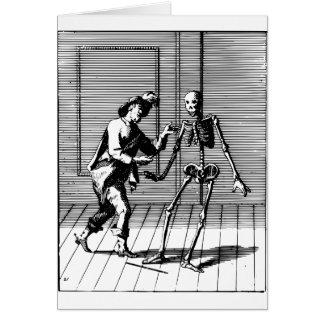 Cartão Homem que propor a um esqueleto