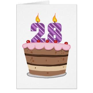 Cartão Idade 28 no bolo de aniversário
