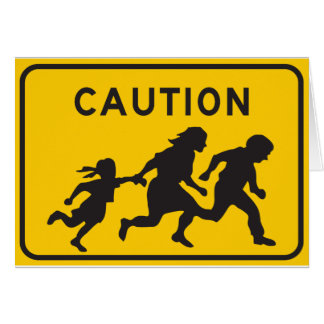Cartão Imigrantes ilegais que cruzam o sinal da estrada