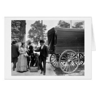 Cartão Imigrantes no parque de bateria, 1900