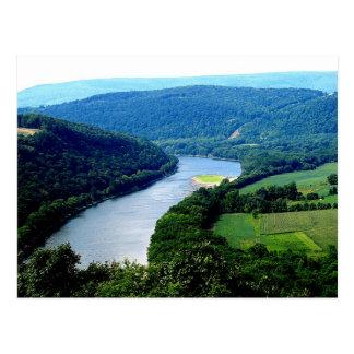 Cartão infinito da foto do rio da montanha do Pa