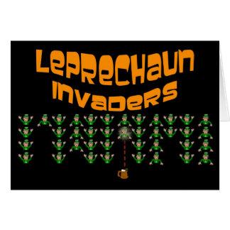 Cartão Invasores do Leprechaun.  O dia de St Patrick
