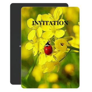 Cartão Joaninha amarelo do vermelho da boa sorte da flor
