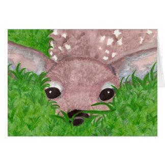 Cartão Jovem corça na grama