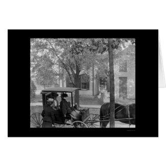 Cartão Katherine Wright em uma carruagem em Dayton, OH