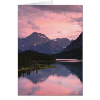 Cartão Lago Swiftcurrent, parque nacional de geleira,