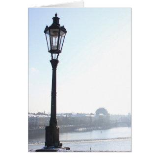 Cartão Lamppost na ponte de Charles (Praga)