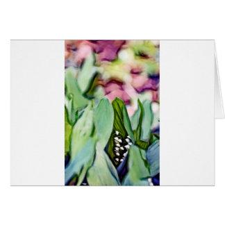 Cartão Lírio das flores do vale escondidas nas folhas
