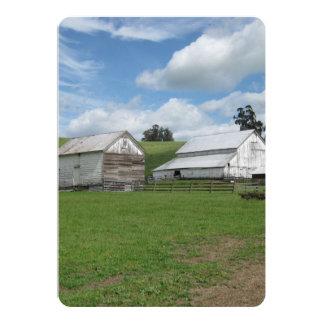 Cartão liso branco velho do celeiro 5x7 do campo