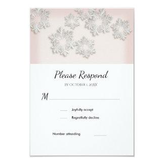Cartão liso elegante do casamento no inverno RSVP