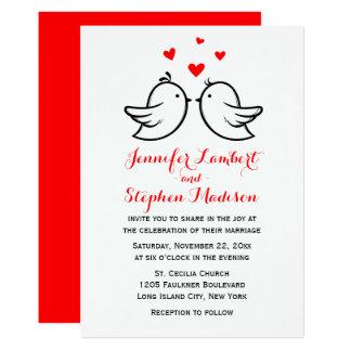 Cartão Lovebirds & casamento do coração vermelho e o