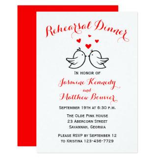 Cartão Lovebirds vermelhos & brancos do jantar de ensaio