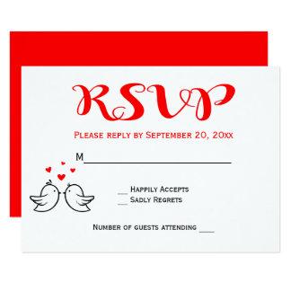 Cartão Lovebirds vermelhos de RSVP que Wedding pássaros