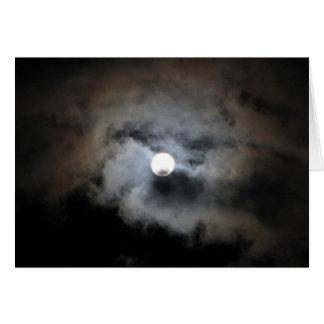 Cartão Lua cheia com nuvens