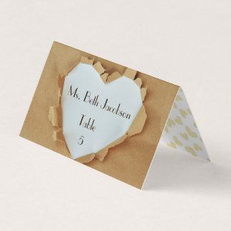 Cartão Lugar rasgado da mesa do casamento do coração do