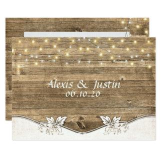 Cartão madeira e luzes do celeiro do casamento