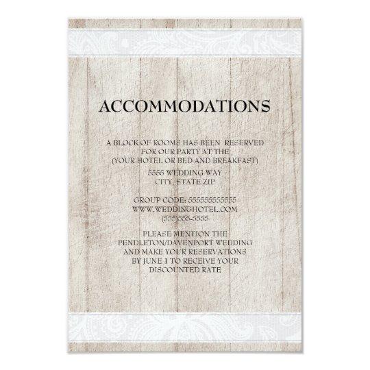 Cartão Madeira rústica e acomodações brancas do casamento