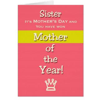 Cartão Mãe do humor da irmã do dia das mães do ano