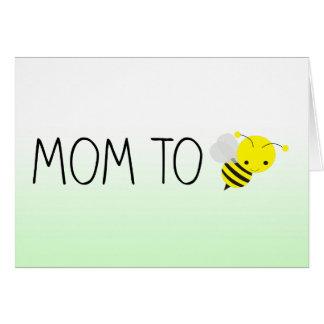 Cartão Mamã a ser, verde bonito do zangão/amarelo