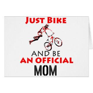 Cartão Mamã engraçada do ciclismo