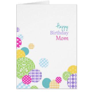 Cartão Mamã modelada colorida do feliz aniversario dos