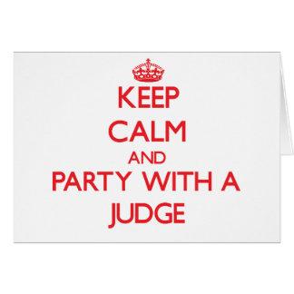 Cartão Mantenha a calma e o partido com um juiz