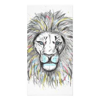 Cartão Mão legal o leão tirado do esboço e da aguarela