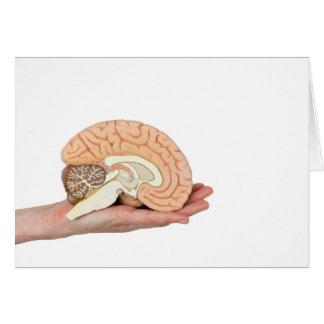 Cartão Mão que guardara o hemisfério do cérebro no fundo