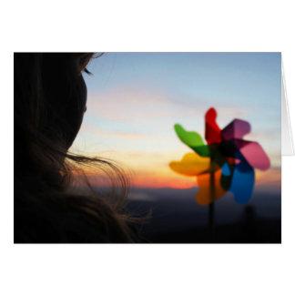 Cartão Menina com Pinwheel