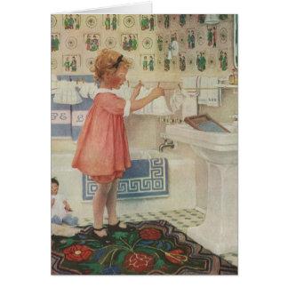 Cartão Menina do vintage, criança que faz a roupa de