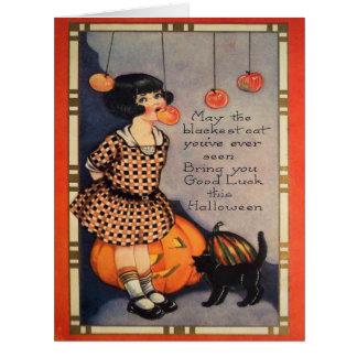 Cartão Menina que sacode-se para a abóbora do gato preto