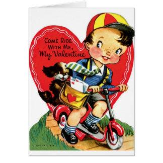 Cartão Menino retro no patinete com namorados do filhote