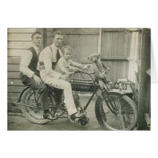 Cartão Meninos do velomotor