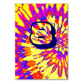 Cartão Mesa espiral amarela oito do casamento da tintura