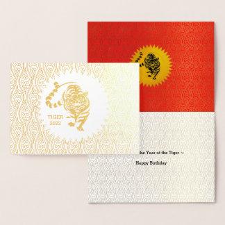 Cartão Metalizado Ano do ouro do aniversário do tigre com vermelho