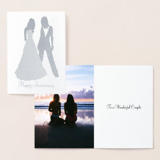 Cartão Metalizado Duas noivas que Wedding o terno e o vestido