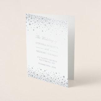Cartão Metalizado O confete da folha de prata pontilha o programa da