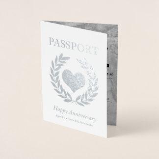 Cartão Metalizado Passaporte feliz da prata da festa de aniversário