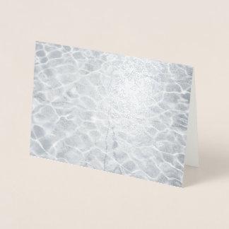 Cartão Metalizado Reflexões claras abstratas na água de prata