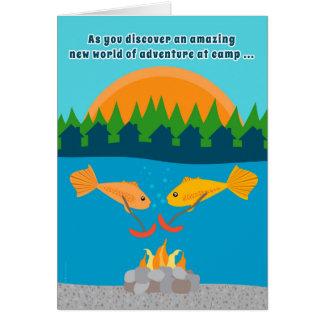 Cartão Miúdos engraçados em Weenies Roasting dos peixes