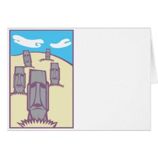Cartão Moai em um monte
