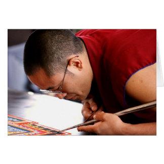 Cartão Monge budista que cria a mandala