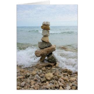 Cartão Monte de pedras da rocha - monumento da ilha de