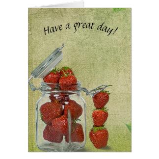 Cartão morangos vermelhas no frasco de vidro