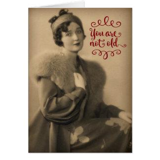 Cartão Mulher do 1920 do vintage que é aniversário retro,