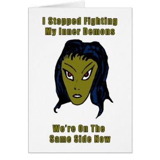 Cartão Mulher estrangeira má verde o mesmo lado agora