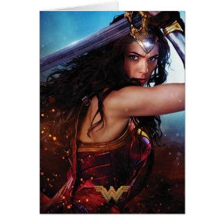 Cartão Mulher maravilha que obstrui com espada
