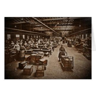 Cartão Mulheres da fábrica da caixa das munições