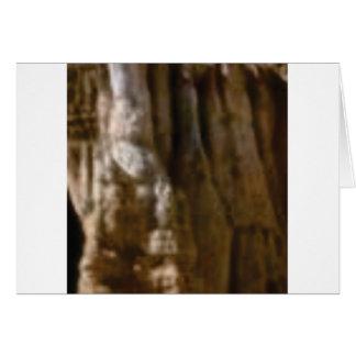 Cartão músculos cinzelados na rocha